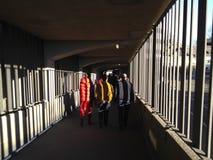 Supportrar som går ut från San SIro Stadium i Milan Arkivfoto