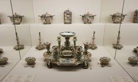 Supports avec la vaisselle de porcelaine par des membres de la famille du Habsbourg à la collection argentée impériale dans le Ho photo stock