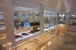Supports avec la vaisselle de porcelaine par des membres de la famille du Habsbourg à la collection argentée impériale dans le Ho image stock