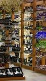 Supports avec les verres de vin en verre images libres de droits