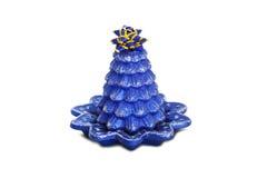 Supports bleus de bougie de vacances sur le support de porcelaine Image libre de droits