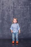 Supports de petite fille Photographie stock libre de droits