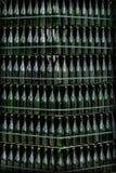 Supports de vin dans une vieille cave image libre de droits