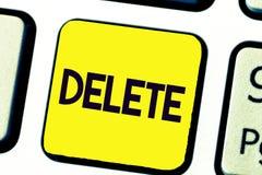 Suppression d'écriture des textes d'écriture La signification de concept enlèvent ou effacent écrit ou des imprimés en traçant la photo libre de droits