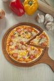 Suprime pizza Royaltyfri Fotografi