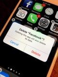 Suprimindo do facebook app imagens de stock