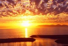 Suráfrica: Puesta del sol sobre la bahía de Gordons, Western Cape fotos de archivo