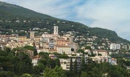 Sur histórico de las montañas de la ciudad de Grasse de Francia imagenes de archivo