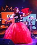 Sur l'étape, le violoniste roux expressif Maria Bessonova photos libres de droits