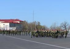 Sur l'au sol de défilé de l'unité militaire des troupes internes du MIA de la Russie Photos stock