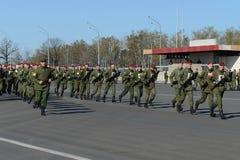 Sur l'au sol de défilé de l'unité militaire des troupes internes du MIA de la Russie Photographie stock libre de droits