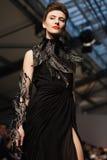 Sur l'aura vendez le défilé de mode 2012 d'été de source de vu Photographie stock