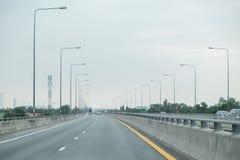 Sur l'autoroute urbaine Images stock