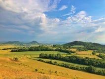 Sur la colline de Cicov en montagnes de Bohème centrales, République Tchèque Photo stock