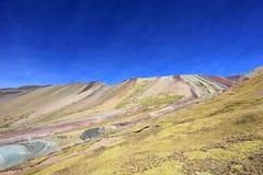 Sur la hausse à la montagne Pérou d'arc-en-ciel Image stock