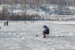Sur la pêche de l'hiver Images libres de droits