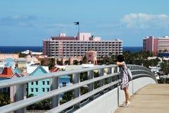 Sur la passerelle d'île de paradis photographie stock libre de droits