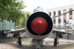 Sur la photo le nez d'un avion à réaction militaire image libre de droits