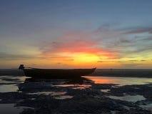 Sur la plage au coucher du soleil Photographie stock