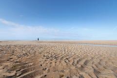 Sur la plage de Portbail, la Normandie, France à marée basse Photographie stock libre de droits