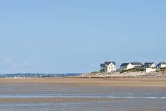 Sur la plage de Portbail, la Normandie, France à marée basse Images libres de droits