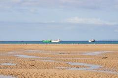 Sur la plage de Portbail, la Normandie, France à marée basse Photos libres de droits