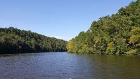 Sur la rivière image libre de droits