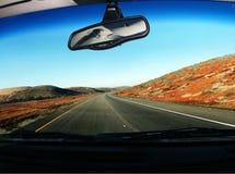 Sur la route images stock