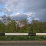 Sur la route Amortisseur du côté de la route photographie stock libre de droits