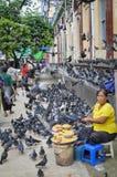 Sur la rue à Yangon, Myanmar Photos libres de droits