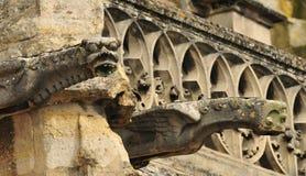 Sur la Seine, France de Triel - 3 avril 2016 : église photographie stock libre de droits