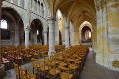 Sur la Seine, France de Triel - 12 avril 2016 : Église de St Martin images libres de droits
