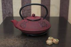 Sur la table est le thé chinois Image libre de droits