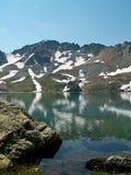 Sur le bord de lac image libre de droits