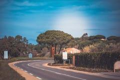 Sur le chemin à Saint Tropez images stock