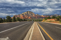 Sur le chemin à Sedona, l'Arizona, Etats-Unis Photo libre de droits