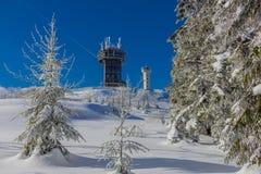 Sur le chemin par la forêt de Thuringian dans sa pleine gloire photos stock