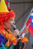 Sur le comique du clown des enfants d'étape Images libres de droits