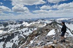 Sur le dessus une montagne Images libres de droits