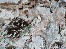 Sur le fond est un mur des pierres photos stock