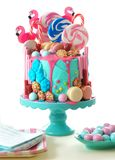 Sur le gâteau d'anniversaire de nouveauté d'égouttement d'imagination de candyland de tendance Image libre de droits