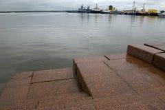 Sur le golfe de Finlande près du parc i de Petrovsky Photos stock