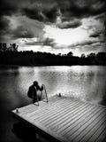 Sur le lac Regard artistique en noir et blanc Photo stock