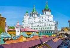 Sur le marché russe traditionnel Photos libres de droits