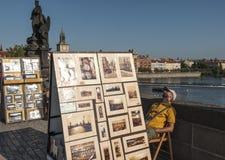 Sur le pont de Charles dans la République Tchèque l'Europe de Prague Images stock