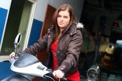 Sur le scooter Photo stock