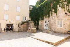 Sur le secteur de vieux Budva, Monténégro Image stock