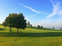 Sur le terrain de golf vide Photographie stock libre de droits