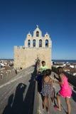Sur le toit de la cathédrale de Saintes-Maries-de-la-Mer, Frances Image stock