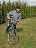 Sur le vieux vélo 2 images libres de droits